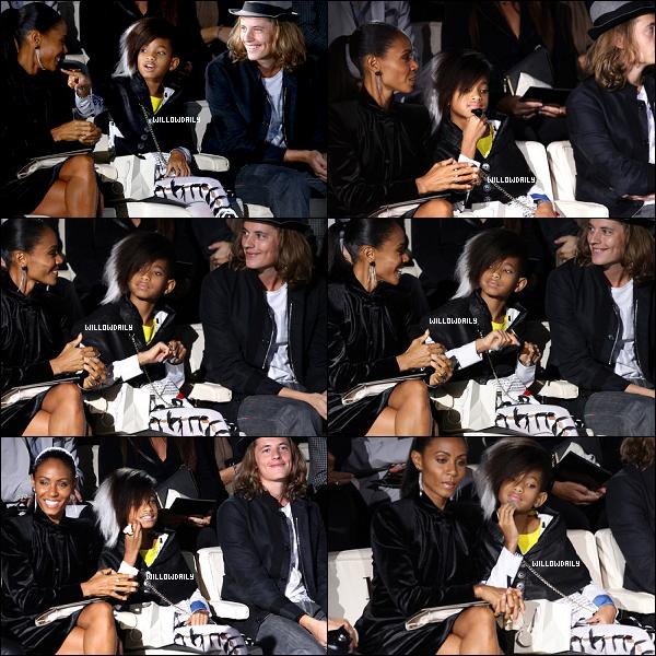 . 25/09 ..Willow Smith et sa mère Jada Pinkett Smith à la Fashion Week de Milan en Italie. J'aime totalement la coupe de Willow, ça lui va à merveille ! Idem pour sa tenue, j'adore ! Top.  .