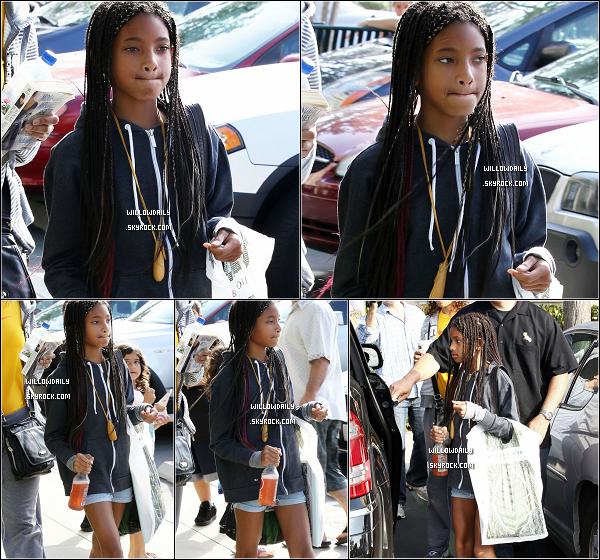 --[/x:]  12/06 ..Willow a été aperçu sortant d'une librairie avec un sac plein de livre à Calabasas, en californie.La semaine dernière le frère de willow, trey a eu son diplôme et elle était présente mais pas assez de photo d'elle. bravo trey ! --[/x:]