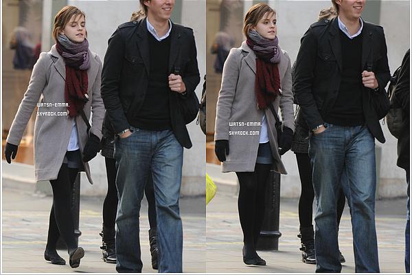 . 26 novembre 2011 - Emma a été vue à Covent Garden à Londres, elle se rendait un cinéma pour aller voir Twilight 4. .