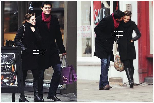 . 4(?) janvier 2012 - Em' et un mystérieux inconnu ont été vu à la sortie du magasin de lingerie Tallulah à Islington (Londres). .