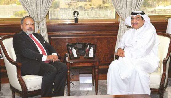 SEM Mohamed bin Abdullah al-Rumaihi, ministre de la Municipalité et de l'Environnement, a reçu hier Fahmi Saïd Ibrahim, ancien ministre de la Justice des Comores, à Doha.