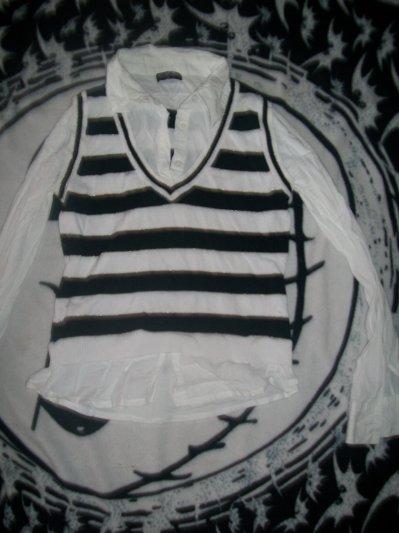 .Chemise blanche avec pull sans manche rayé blanc et noir intégrée, 4 cerises.