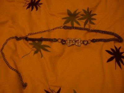 Ceinture bijoux avec noeud en strass, 5 cerises.