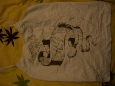 Débardeur blanc en matiéres extansibles+ écriture et dessins marrons, 3 cerises.