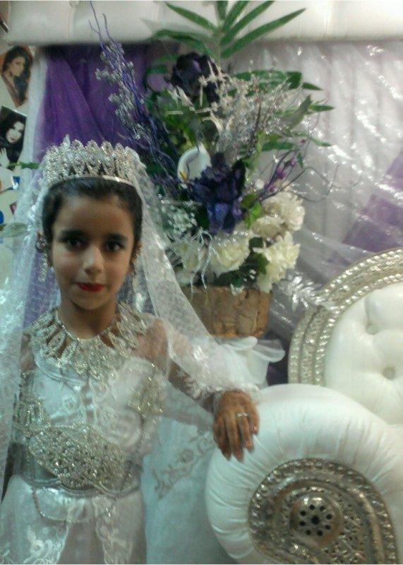 ma  petite soeur fedwa que  j'aime beaucoup
