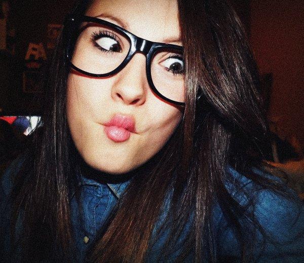 Pourquoi prendre la vie au sérieux? alors,que a n'importe qu'elle moment elle te baise! ☮.