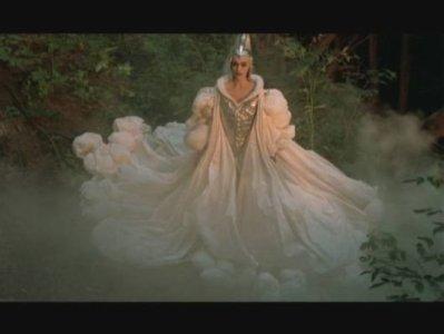 biographie de angela molina ( la sorciere blanche / le chevalier blanc / l'oie dans la caverne de la rose d'or )