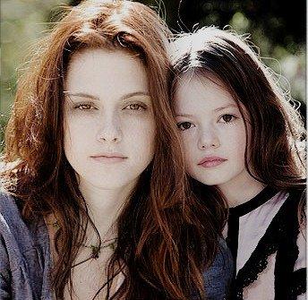 Kristen Stewart & Mackenzie Foy