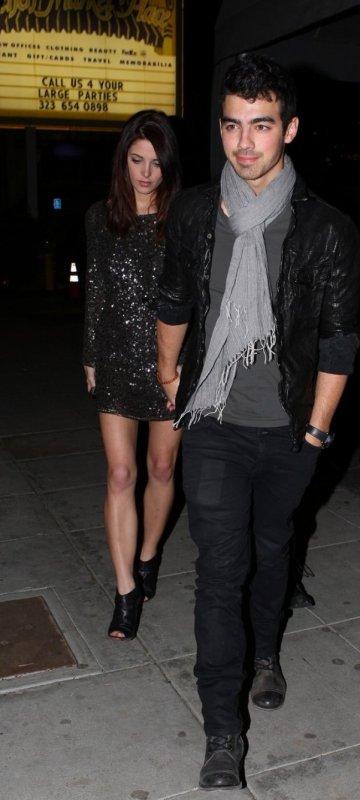 Joe Jonas et Ashley Greene : très classes pour leur soirée en couple à LA !