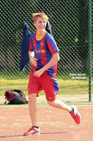 JUSTIN BIEBER  JOUE AU FOOTBALL POUR UNICEF !!