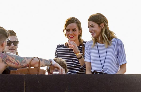 . Gros plan sur Emma et Amy au concert de Taylor Swift (27 juin 2015)