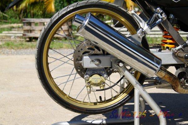 pneus taille basse en 17 et 80 de large par dunlop !