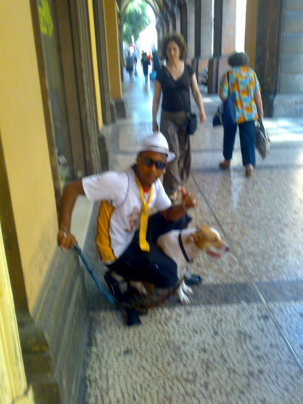 Youssef con cane di Babay a Bolognaaaaaaaaaaaaaaaaaaaaaaaaaaaaaaaaaaaaaaaaaaaaaaaaaaaaaaaaaaaaaaaaaaaaaaaaaaaaaaaaaaaaaaaaaaaaaaaaaaaaaaaa