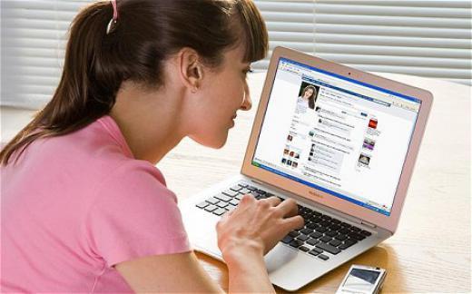 Un recruteur sur deux utilisent les réseaux sociaux