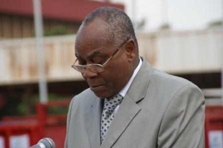 MOI  ADEGNON, JE NE CONNAIS PAS VOS LOIS, J'AGIS PAR PRAGMATISME. JE N'AI PAS DE JURISTE A LA MAIRIE. Sacré président de délégation spécial.