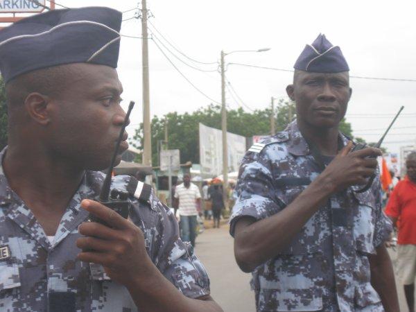 LA MARCHE DU FRAC ET DU CST CE SAMEDI CONFRONTEE A UN RIDEAU DE DISPOSITIF POLICIERS IMPRESSIONNANT PRETS POUR LA REPRESSION.