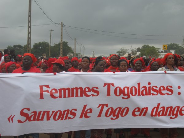 LA FEMME TOGOLAISE OU LE REVEIL DES HUMILIEES: LA MARCHE ROUGE A EU LIEU CE JEUDI MALGRE LES MENACES ET LES INTIMIDATIONS DES FORCES DE L'ORDRE.