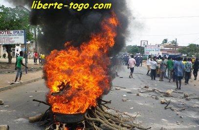 A Adidogomé, un vendeur de carburant fracturé à la jambe, les populations en colère bloquent la circulation