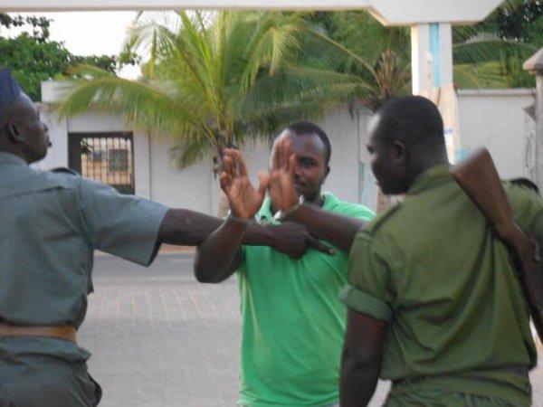 dernière minute!!! Mohamed Loum, alias Toussaint Tomety en détention à la prison civile de Lomé est en crise, il casse tout. difficile de le maitriser !