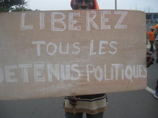 PAS DE LIBERTE POUR LES VIOLEURS DE DROITS DE L'HOMME, LES PILLEURS DES RESSOURCES DU TOGO ET LES VOLEURS DES SUFFRAGES DES TOGOLAIS,. L'ANC TOUJOURS DANS LA RUE. PAS DE LIBERTE POUR LES ENNEMIS DE LA LIBERTE.