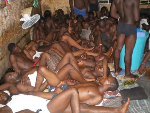 La prison civile de Lomé ou l'antre du diable. QUE DIEU NOUS DELIVRE CETTE ANNEE 2014.