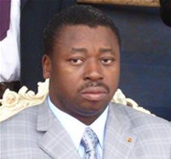 La Police interpellée par le Parlement au Ghana ; les auteurs des violences et assassins présumés des élèves protégés au Togo.