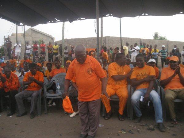 LA JEUNESSE ANC ETAIT EN MEETING CE DIMANCHE DEVANT LE COLLEGE PROTESTANT D'AGBALEPEDOGAN.