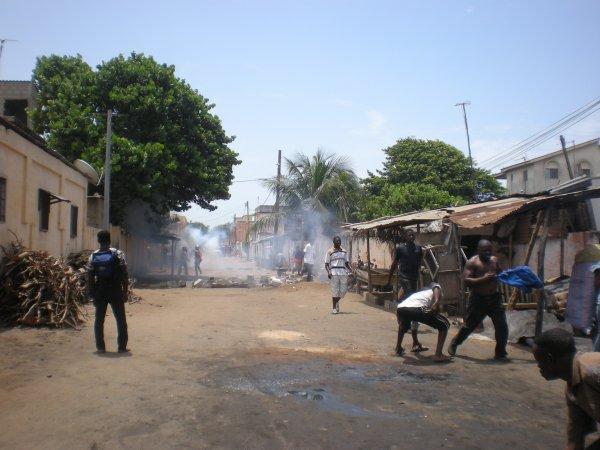 LA MARCHE PACIFIQUE DU CST DE CE 26 AVRIL EST REPPRIMEE AVEC UNE RARE VIOLENCE DU REGIME RPT-UNIR.