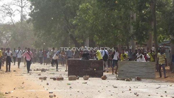 La brutalité, le slogan du régime de Faure Gnassingbé !Marche des étudiants vers la primature, gazée aux lacrymogènes.