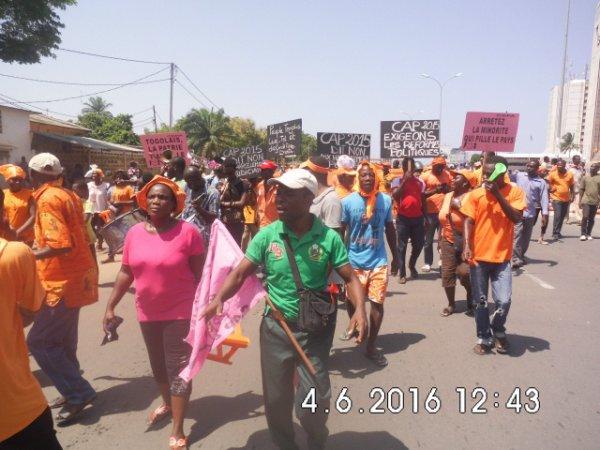 Les populations de Lomé ont bravé les armes de guerres des forces armées togolaise pour se rendre à la marche du cap 2015 ce samedi.