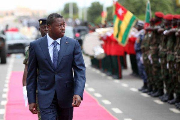 Le dictateur togolais Faure Gnassingbé cyniquement aux FAT : « Ne me décevez pas. Garantissez mon pouvoir ! »