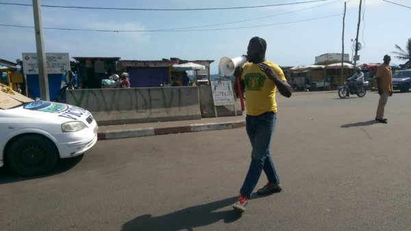 Ses braves togolais ont defié le pouvoir et se promènent dans les rues pour appeler la jeunesse à sortir !!! BRAVO