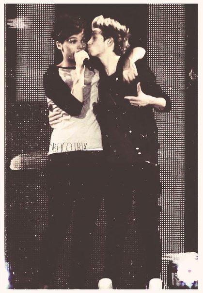 Nouis   =  Niall + Louis