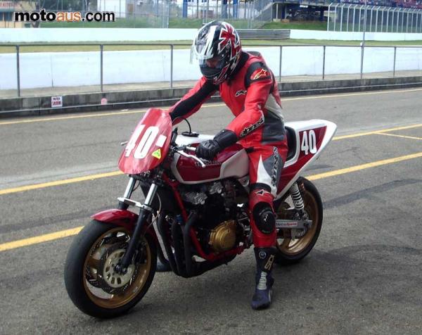 Honda cb 1100 r en course