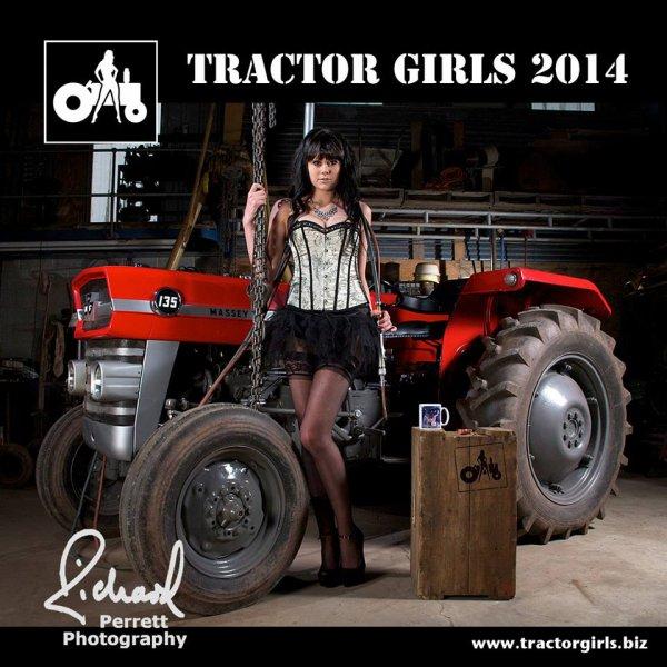 Filles et tracteur
