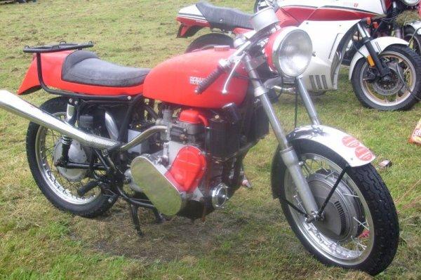 Moto avec moteur de R4