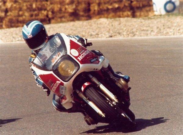 La Honda CB 1100 R en course