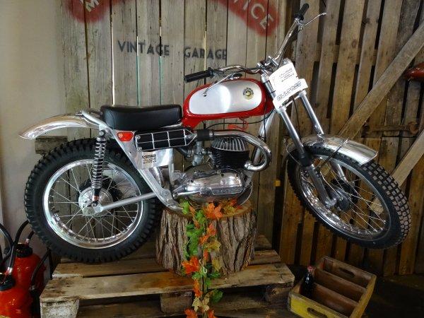 """Du """"rétro """" au salon de la moto de St Avold, bravo !!!!"""