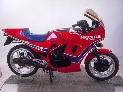 HONDA CB1100R et VT250F : un air de ressemblance