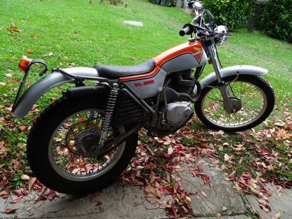 HONDA 250 TL (restauration en cours)