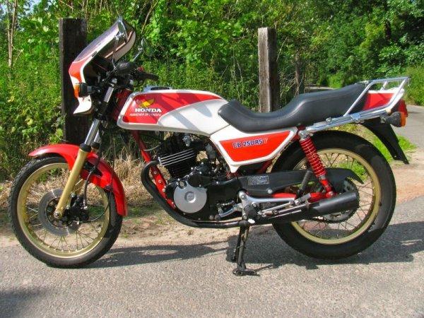 HONDA CB 250 RS : une mini 1100 r
