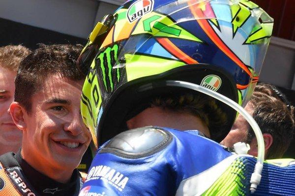 Valentino Rossi et Marquez : le geste de réconciliation et un sourire sincère !!!