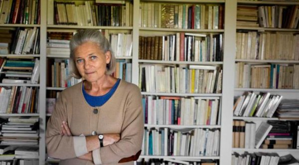 """Mode islamique : Elisabeth Badinter appelle au boycott des marques et dénonce les """"islamo-gauchistes"""""""