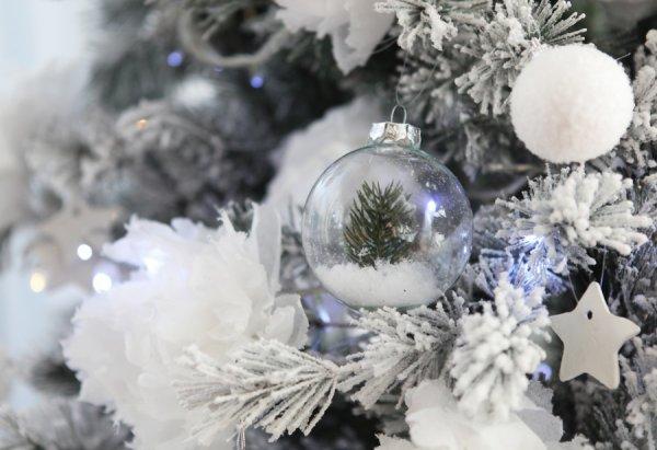 ma sapin blanc ,boule de neige