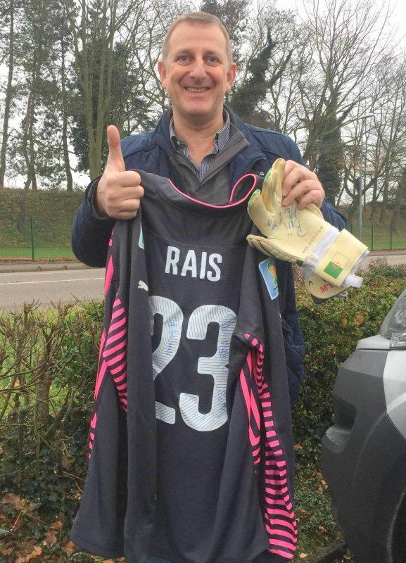 Maillot et gants portés par Rais M'BOLHI