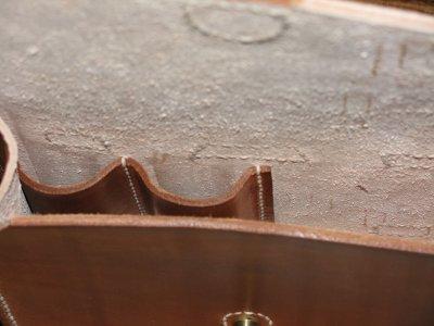 Vue intérieure de la cartouchière porte-pistolet modèle 1916