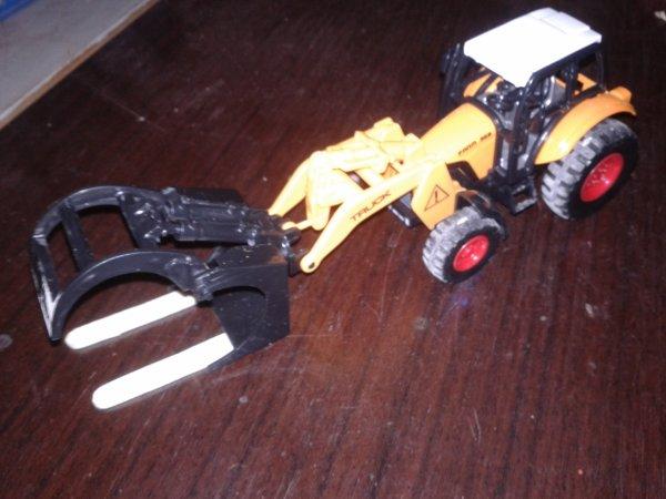 une nouveauté que j ai rajouter sur le tracteur des fourches