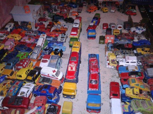 diorama casse ce matin un convoi de 5 camions saviem sont  arriver a la casse pour une nouvelle livraison