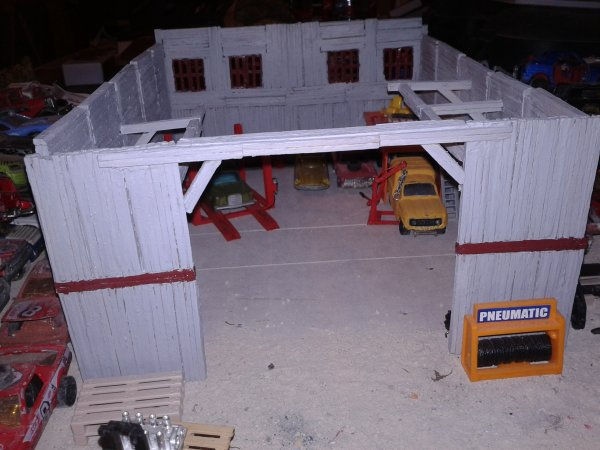 diorama casse peinture du hangar et avec les portes