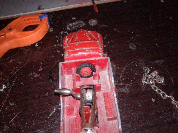 dinky toys u23 fabrication du crocher et je lui et trouver une route de secourt